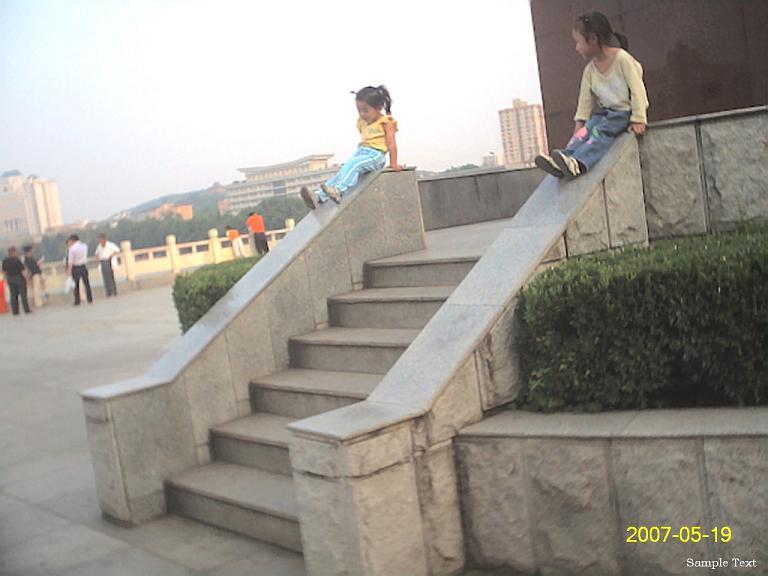 小姐姐的发明:滑滑梯。