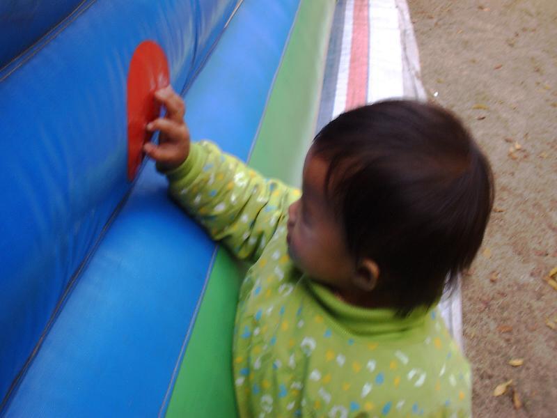 贝儿认颜色。