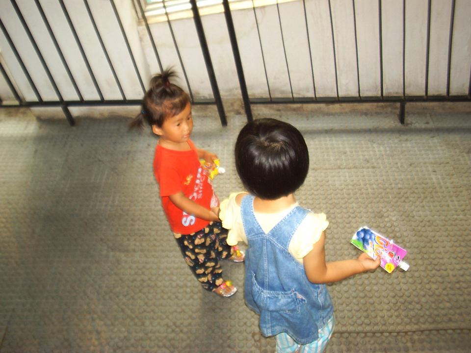两个孩子自己买...