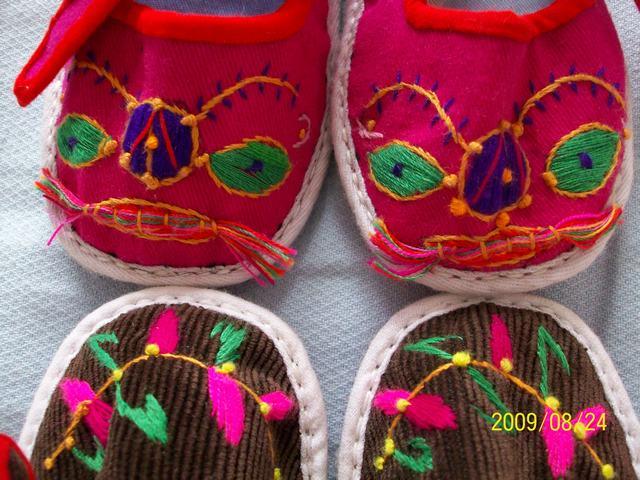 纯手工做的宝宝绣花鞋