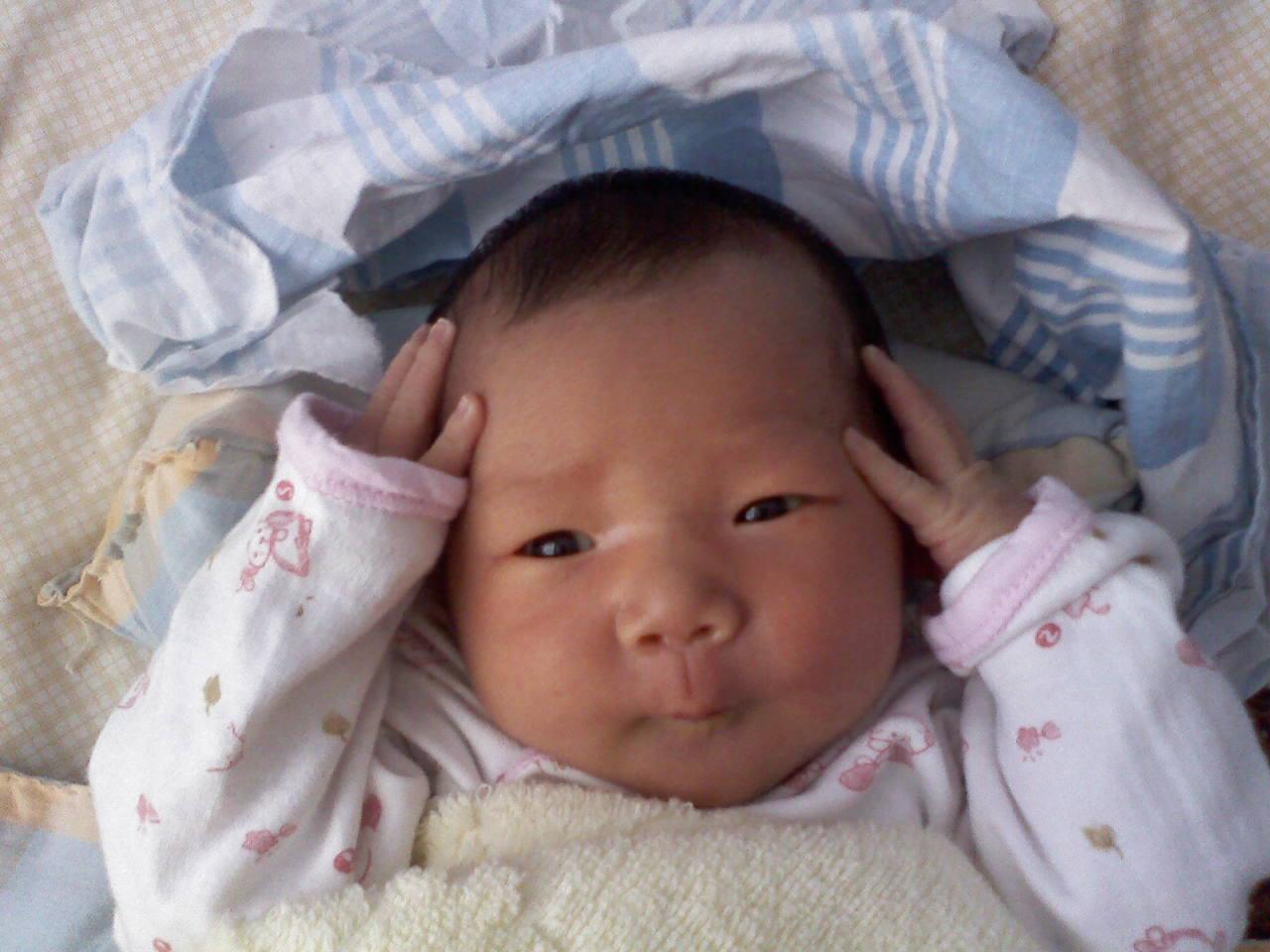 婴儿头型正常图_宝妈们帮忙看看宝宝这个头型是正常的嘛_坐月