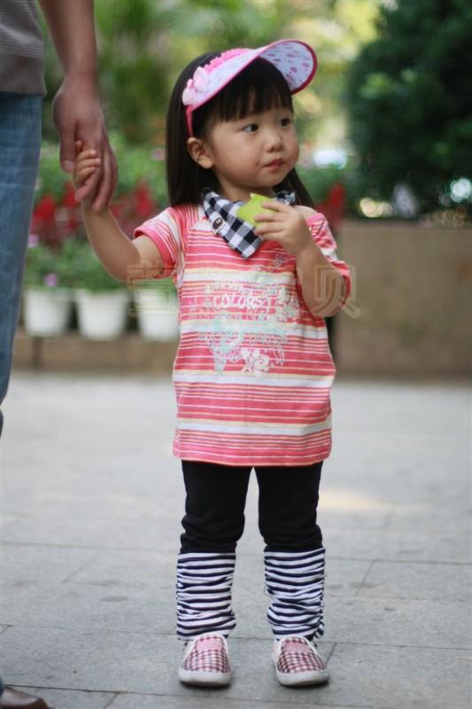 可爱的萱萱小美女携爸爸妈妈一起来亮相了 可