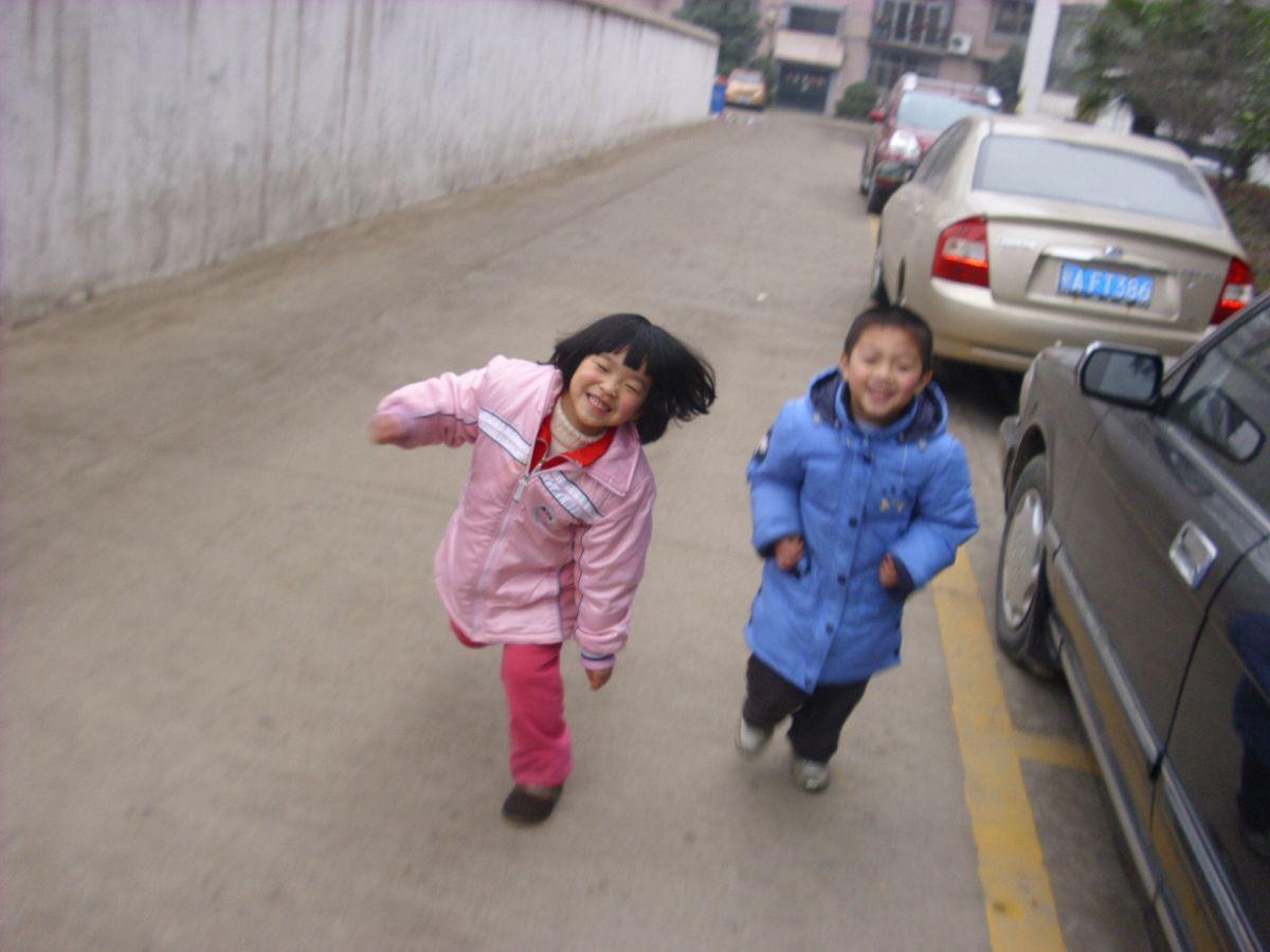 爷爷带他们俩去紫阳湖公园