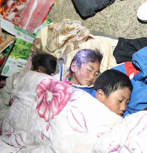 青海玉树满地伤痕,在受苦的孩子们要怎么办