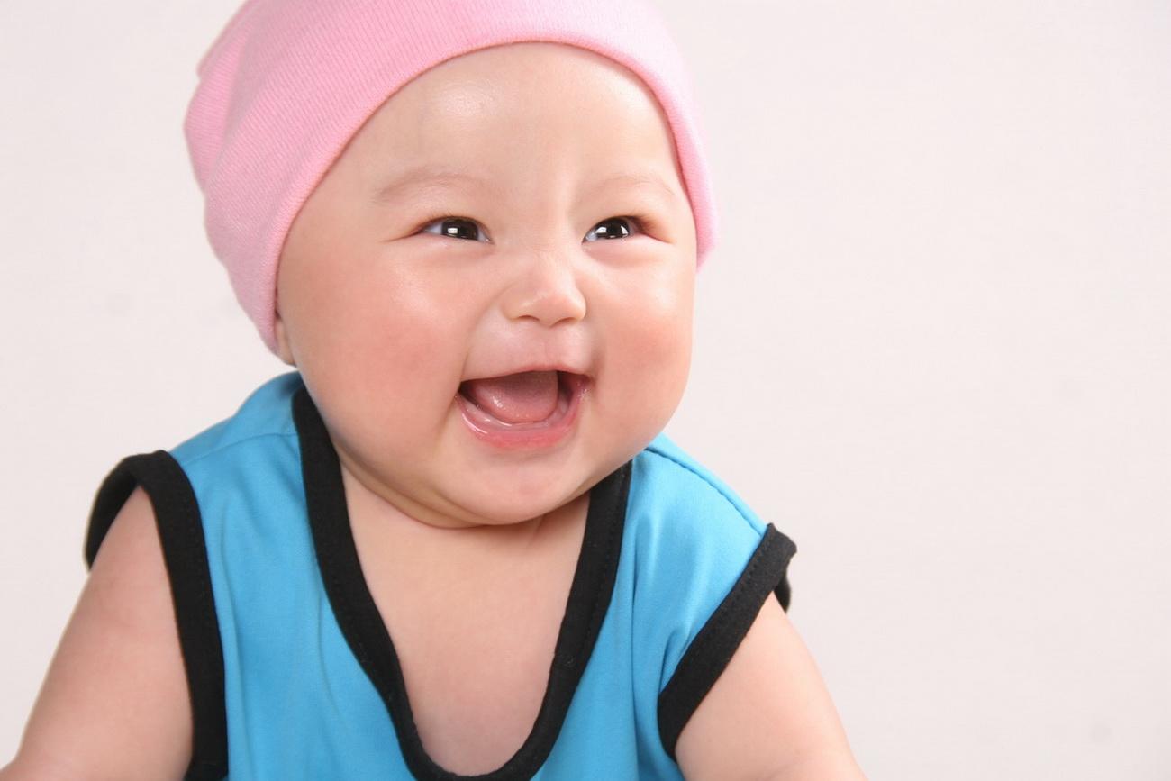 大眼睛可爱宝宝壁纸
