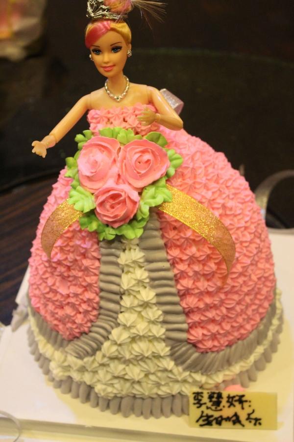今天是小美女的生日 请大家吃超萌蛋糕~\≧▽